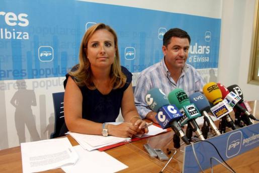 La portavoz del PP en el Parlament, Mabel Cabrer, ha ofrecido hoy una rueda de prensa en Eivissa.