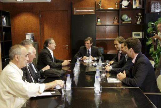 Los propietarios del estadio Lluís Sitjar se han reunido hoy con el alcalde de Palma, Mateu Isern.