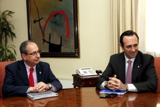 El presidente de APTA, Jaume Sitjar, durante la reunión mantenida con José Ramón Bauzá.