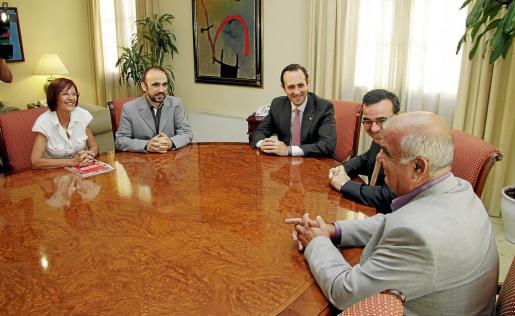 José Ramón Bauzá y Josep Ignasi Aguiló, con los representantes de PIMEM.