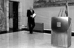 El presidente de la Generalitat de Catalunya, Pasqual Maragall, antes de iniciar su declaración institucional.