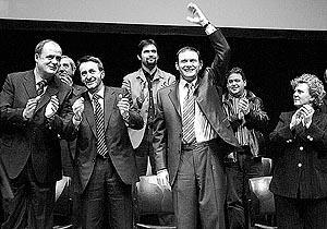 Juan José Ibarretxe, acompañado por Imaz, Egibar y Errazti durante el acto político celebrado ayer.