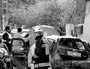 La inspección del coche calcinado fue muy penosa y dejó a los equipos de emergencia conmocionados.