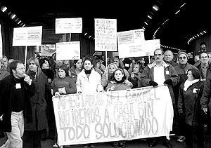 Los vecinos se manifestaron ayer por la Ronda de Dalt de Barcelona.