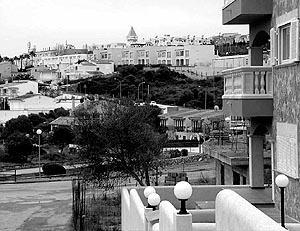 Un auténtico pueblo. Así es como aparecen algunas urbanizaciones como Cala Mendia y Cala Magrana. Foto: C. VENY