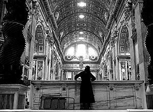 Cadena de rezos en todo el mundo católico por la recuperación de Juan Pablo II.