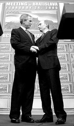 El presidente norteamericano y el mandatario ruso se reunieron en Bratislava para tratar de limar sus diferencias.
