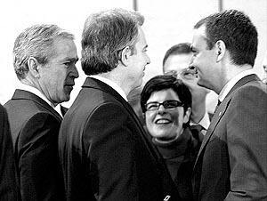 Bush saludó a Zapatero con un 'hola, Â¿qué tal, amigo?'.