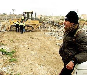 La demolición de las chabolas se produjo a primera hora de la mañana en la zona del futuro Parc de sa Riera. Foto: TERESA AYUGA