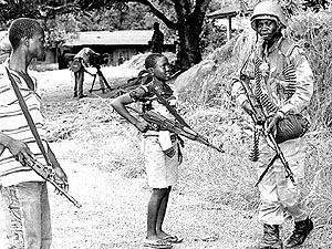 'Save de Children' denuncia que niños y niñas son las principales víctimas de la guerra.