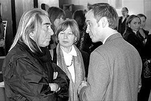 F. Plesi, M.C.Uberquoi y Gérard A. Goodrow, director de Art Cologne. Foto: JOAN TORRES