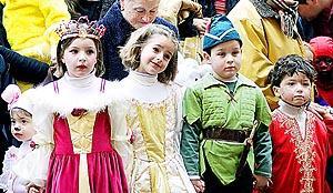 Los más pequeños, pero también algún mayor se animaron a disfrazarse y pasar una tarde convertidos en otros personajes.