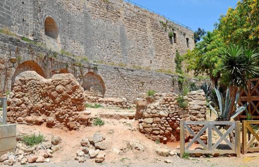 La zona arqueológica de la calle Pólvora está totalmente abandonada.