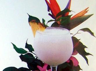Cóctel de ginebra Suau y batido de coco