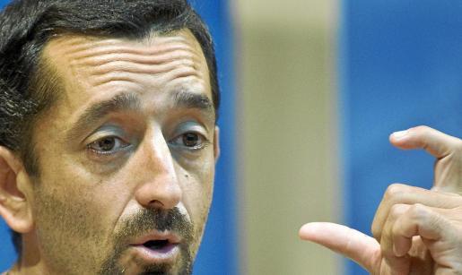 El cirujano Pedro Cavadas ya se hizo famoso en 2009 al realizar el primer trasplante de cara que incluía mandíbula y lengua.