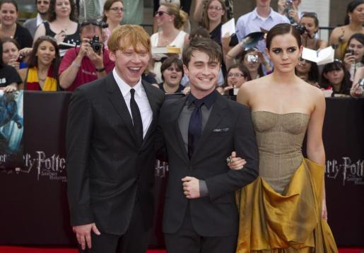 Los actores protagonistas Rupert Grint, Daniel Radcliffe y Emma Watson a su llegada al Linclon Center de Nueva York.