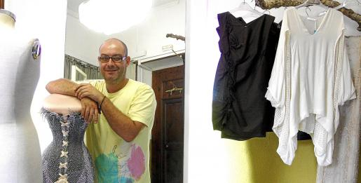 Foto de archivo de José Miró en su taller.