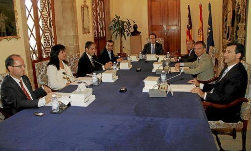 Imagen de la primera reunión del Ejecutivo de Bauzá, tras tomar posesión.