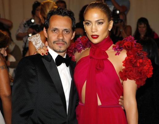 Foto de archivo de los cantantes Marc Anthony y Jennifer López.