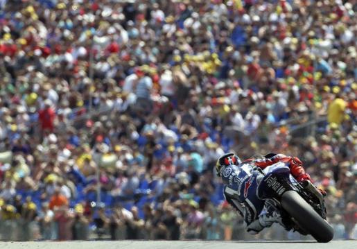 El piloto español de MotoGP, Jorge Lorenzo, (Yamaha), durante los entrenamientos oficiales para el Gran Premio de Alemania.