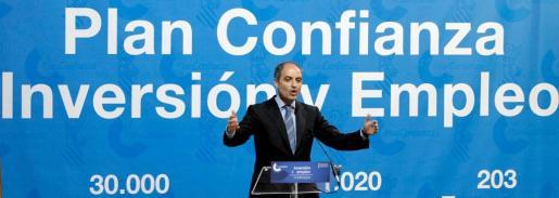 El presidente de la Generalitat Valenciana, Francisco Camps, durante la presentación del balance del Plan Confianza de Inversión Productiva en Municipios en febrero.