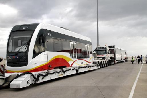 Los vagones comprados para la línea entre Manacor y Artà están almacenados en los talleres de Son Rullàn.
