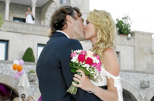 El beso de los recién casados.