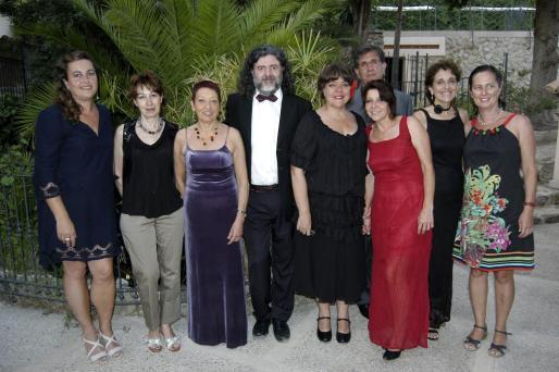 Aina María Mestre, Montse Mulet, Marga Tugores, Antoni Borràs, Keka Cases, Alfonso Quesada, Jeronia Balaguer, Aina Catany y Susana Izquierdo. brisas
