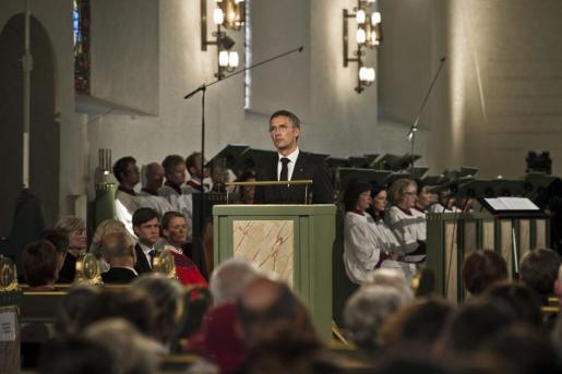 """El primer ministro noruego, Jens Stoltenberg, habla durante """"la misa de pena y esperanza"""" por los asesinados y heridos en los ataques del 22 de julio en Oslo."""