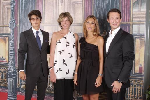 Pablo Fuster, Simoneta Gómez-Acebo, Blanca Fuster y Olivier Gay (director general Cartier Ibérica).