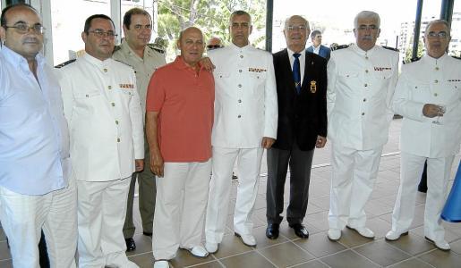 Melchor Barrientos, Pepe Couselo, Miguel Miró, Salvador Cabalín, Julián Jiménez, Manuel Martínez, Juan Bernal y Federico Bagón.