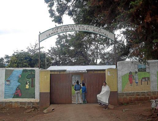 Entrada del hospital-leprosería de la comunidad de Gambo.