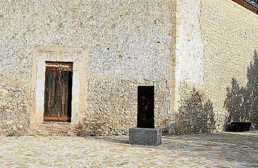 El espacio posterior del oratorio ya no cuenta con la placa explicativa del lugar, que se inauguró el pasado abril. Fotos: A.G./G.V.