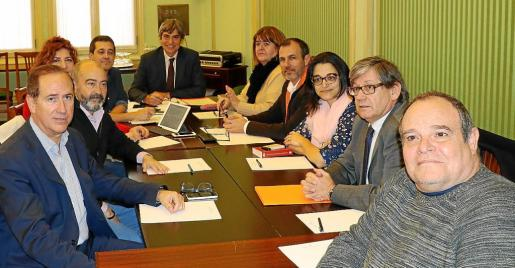 Imagen de la primera reunión de la ponencia de la Comisión de Asuntos Institucionales distribuida por el Parlament.