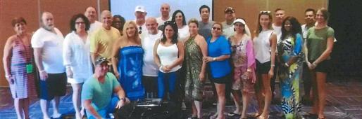 La acusación señala que la empresa tuvo dificultades para obtener permisos para la remodelación integral del hotel Riu Miami Beach, ahora Plaza Miami Beach. Esto fue lo que propició que intentara agilizarlos con regalos al personal del Departamento de Construcción de Miami, que en la foto aparecen en un hotel de Riu en Dominicana.