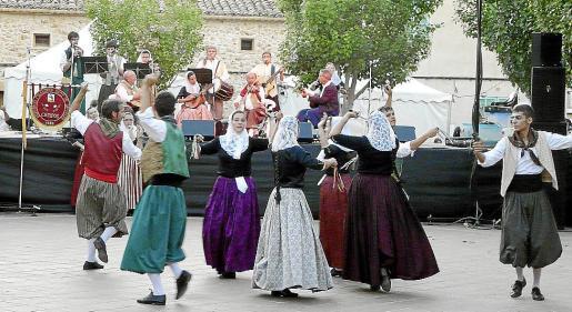 El sábado en Ariany se celebra la Fira Nocturna con gastronomía, artesanía y bailes tradicionales.