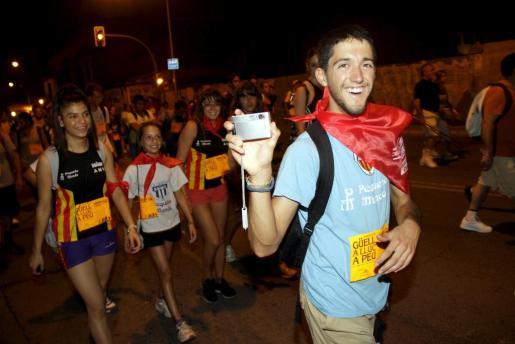 Cerca de 20.000 marxaires iniciaron anoche la tradicional marcha Des Güell a Lluc a Peu tras una emotiva revetla.