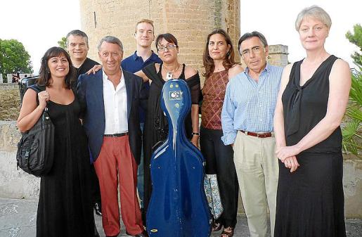 Paula Marqués, Francisco Sard, Gori Marcus, Tomás Sard, Manuela Torres, Conchita Ferrer, Luis Remartínez y Jennifer Peck.