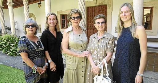 Catin Riera, Pilar Andreu, Malen Vila, Lalos Rovira y Antonia Campins.