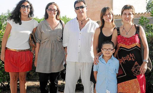 Nuria Mascaró, Lourdes Santos, Biel Socies, Neus Socies, Josefa Bleda y Bielet Socies.