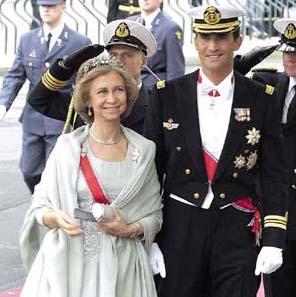 La Reina, junto al príncipe Felipe. Foto: EFE