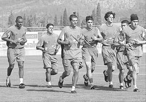 Los jugadores del Mallorca, durante una sesión de entrenamiento. Foto: TOMÁS MONSERRAT
