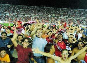 La hinchada del Mallorca festejó como nunca la victoria de su equipo. Foto: TOMÁS MONSERRAT