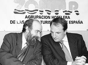 José G. Díaz Montañés (drcha.) sustituyó a Pedro J. Devesa al frente de la presidencia de Zontur.