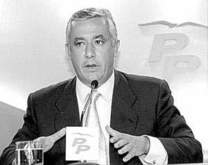 Arenas pidió «coherencia» al PSOE y que apoye una investigación sobre las cajas en Andalucía.