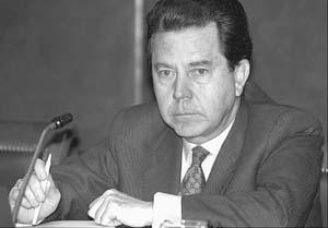 Enrique Giménez-Reyna dimitió como secretario de Estado de Hacienda.