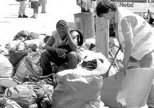 Los inmigrantes subsaharianos, víctimas de la indiferencia burocrática.