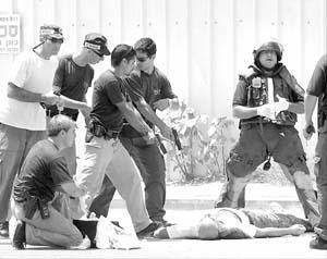 La policía detuvo al palestino que disparó contra israelíes, que finalmente murió.