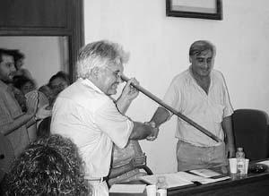 El nuevo alcalde dice que ha habido interés en extrapolar la moción de censura.