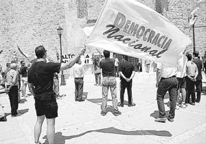 Unas 150 personas participaron en la manifestación contra la inmigración.